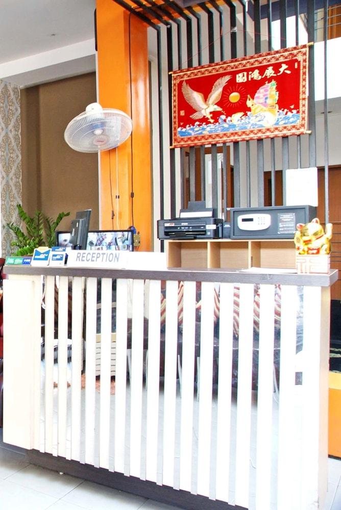 Hotels Near Surabaya Town Square, Wonokromo - Top 10