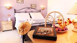 Una scrivania, tende oscuranti, culle/letti per bambini (a pagamento)
