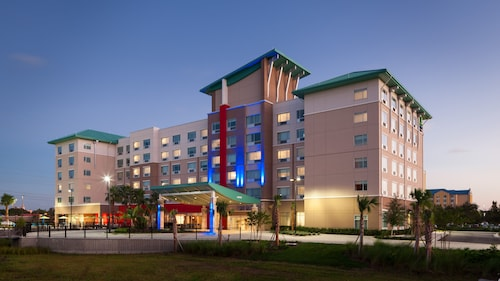 Great Place to stay Holiday Inn Express & Suites Orlando at SeaWorld near Orlando