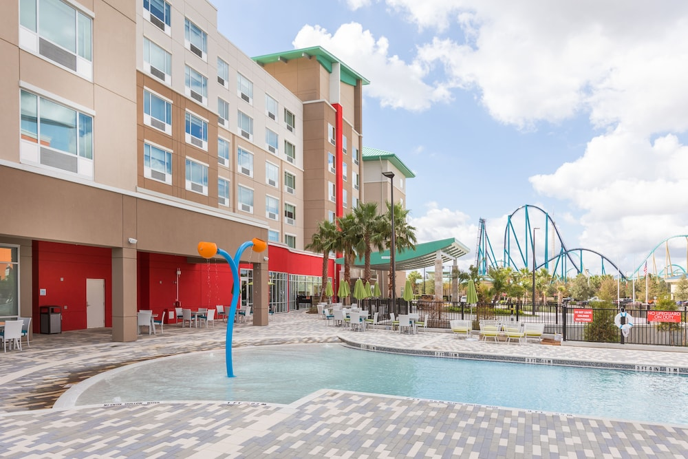 Outdoor Pool, Holiday Inn Express & Suites Orlando at SeaWorld, an IHG Hotel