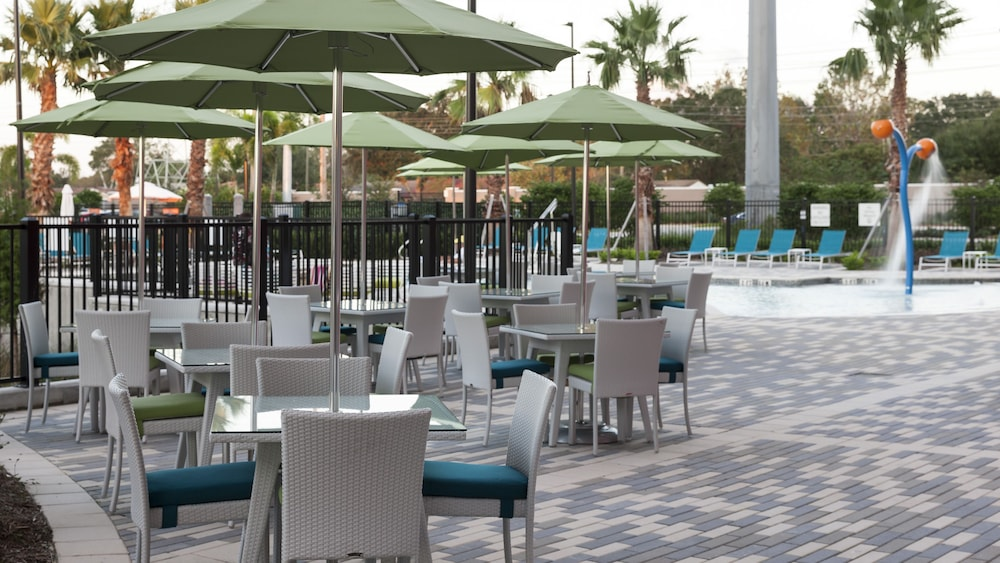 Terrace/Patio, Holiday Inn Express & Suites Orlando at SeaWorld, an IHG Hotel
