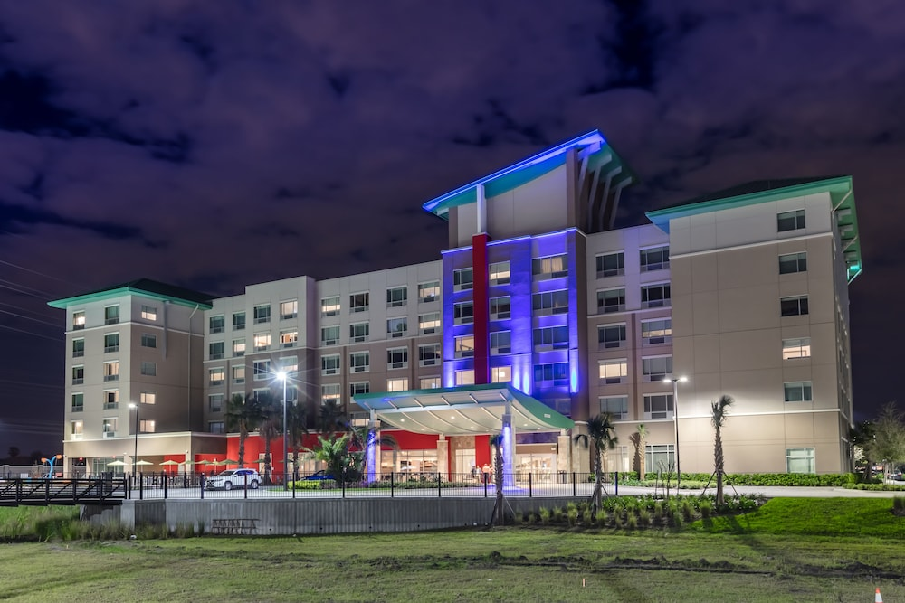 Exterior, Holiday Inn Express & Suites Orlando at SeaWorld, an IHG Hotel