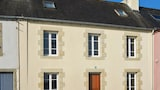 Family Home with Stunning Views - Camaret-sur-Mer Hotels
