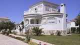 Gorgeous villa by the sea with pool - L'Ampolla Hotels