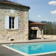 Peaceful gite with garden and pool