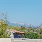 House with views of Mont Ventoux