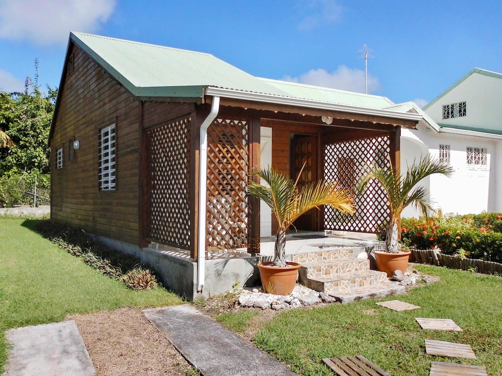 Island style house near the beach reviews photos for Hotels guadeloupe