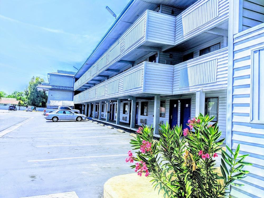 Budget Inn Motel In Corcoran Hotel Rates Reviews On Orbitz