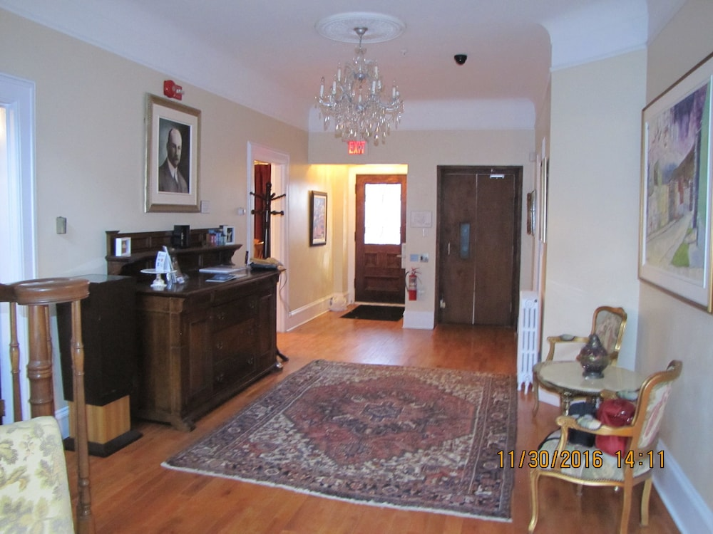 Book Monroe House Executive Suites | Downtown St. John\'s Hotel Deals