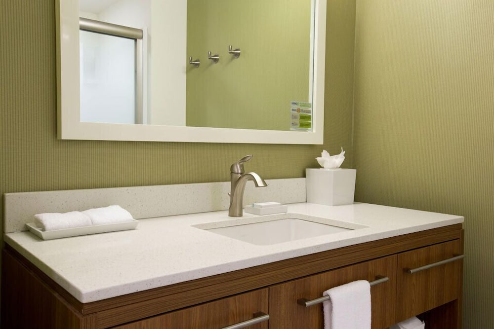 Bathroom, Home2 Suites By Hilton Youngstown