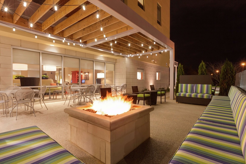 Terrace/Patio, Home2 Suites By Hilton Youngstown