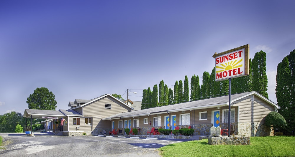 Front of Property, Sunset Motel