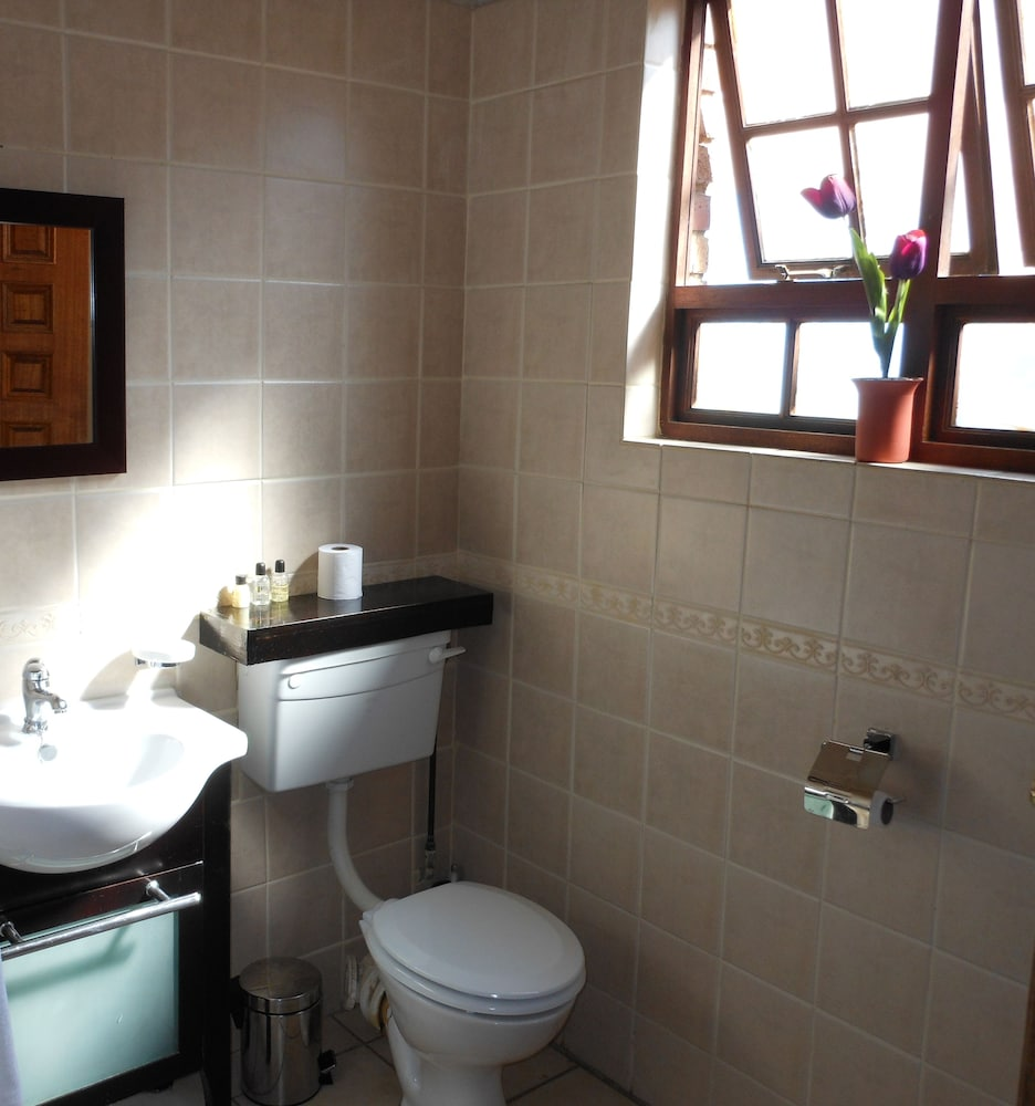 Book house on york guest house johannesburg hotel deals for Z gallerie bathroom guest book
