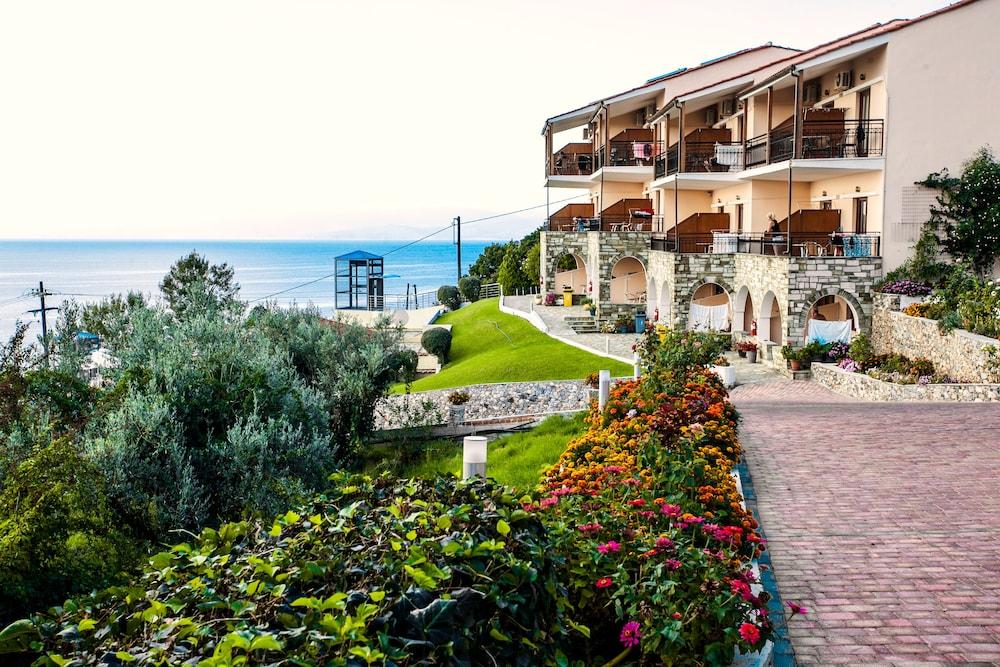 La luna hotel in skiathos hotel rates reviews on orbitz for Hotel skiathos