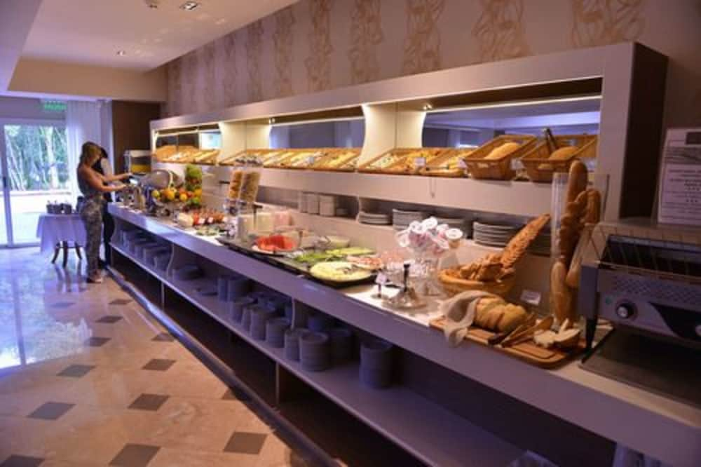 Breakfast buffet, Falls Iguazú Hotel & Spa