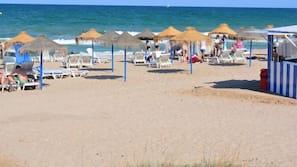 Ubicación cercana a la playa y vóley playa