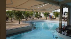 15 piscinas externas