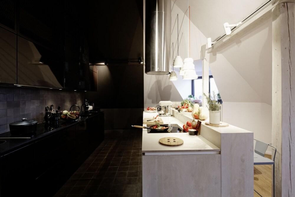 book libertine lindenberg frankfurt hotel deals. Black Bedroom Furniture Sets. Home Design Ideas