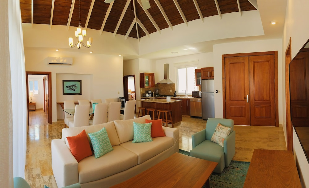 Living Room, Ocean Village Deluxe