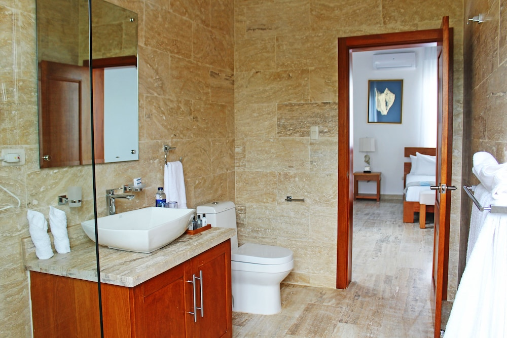 Bathroom, Ocean Village Deluxe