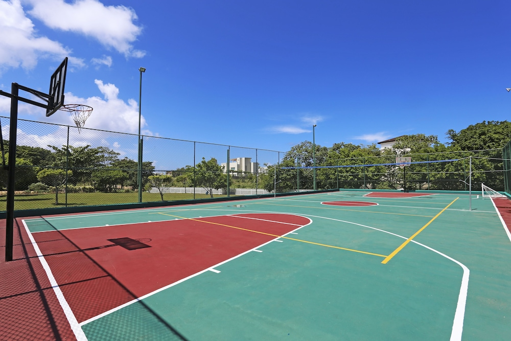 Basketball Court, Ocean Village Deluxe