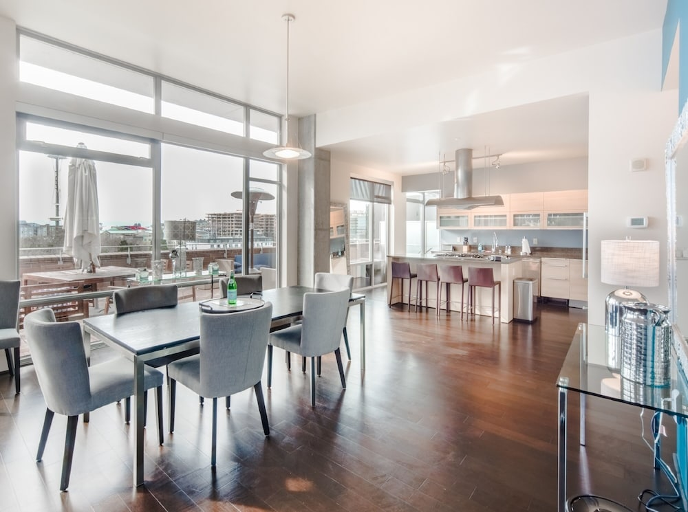 Private Kitchen, Ferris Wheel Apartments by Barsala