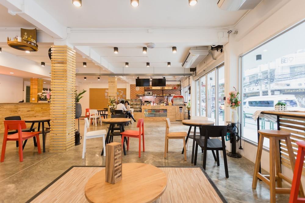 Homie Hostel Amp Cafe 2019 Room Prices 25 Deals