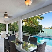 5 BR Waterfront Villa Downtown Sunset Views