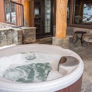 Bridger's Cache Ski Lodge 5 Bedroom Holiday Home by Winter Park Lodging Company
