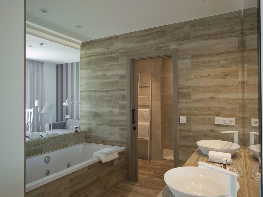 Bathroom, Hotel Boutique Balandret