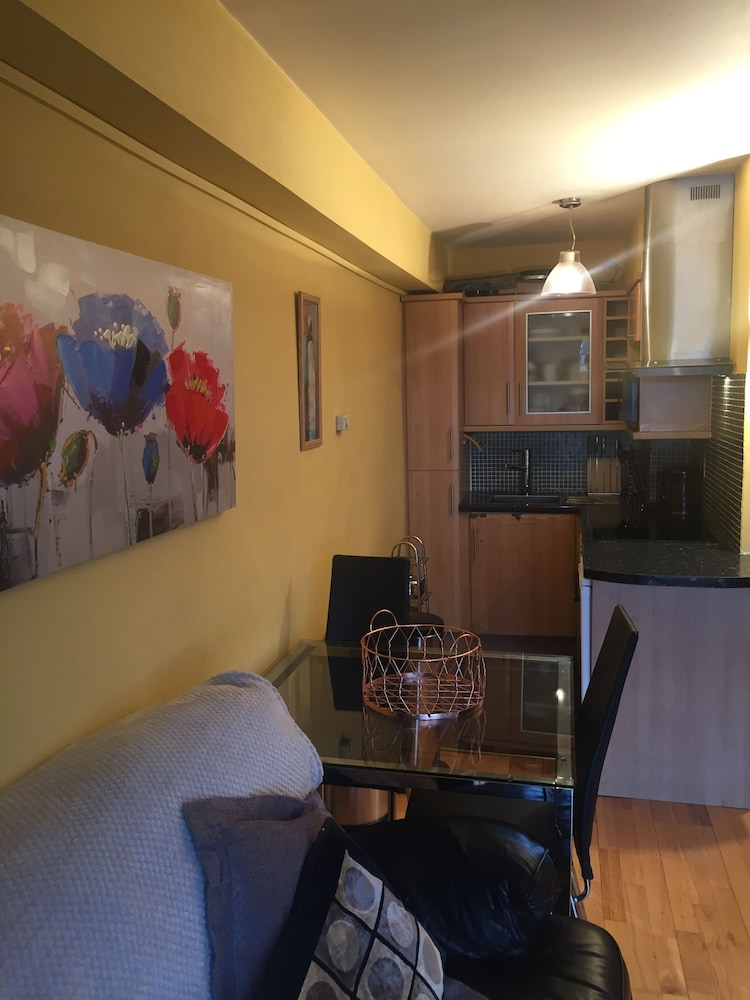 Gresham house self catering apartment deals reviews for Gresham house