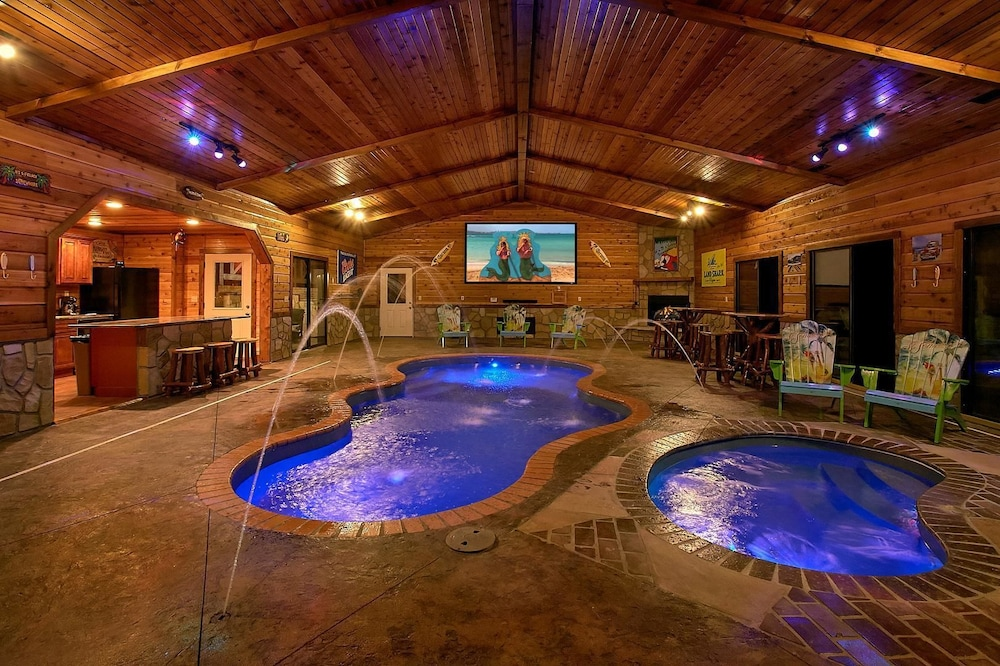 Outdoor Pool, Mountain View Mansion