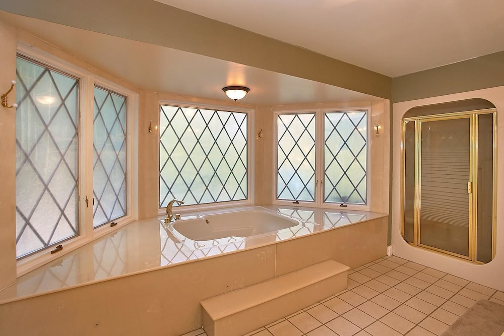 Vichy Shower, Mountain View Mansion