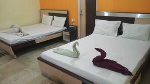 Safe på rommet, skrivebord, wi-fi (inkludert) og sengetøy