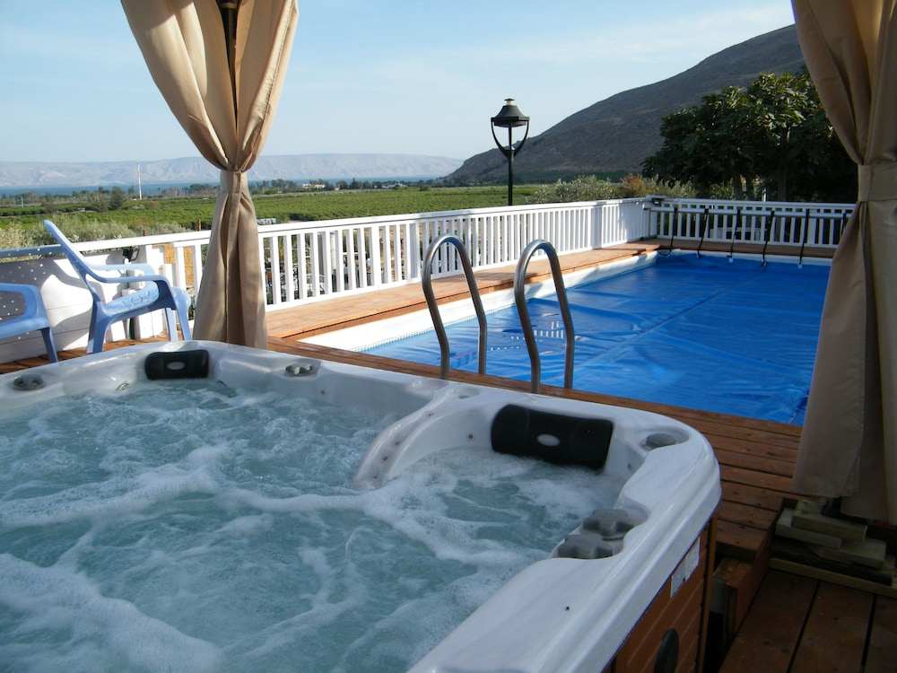 Outdoor Spa Tub, The Lake House