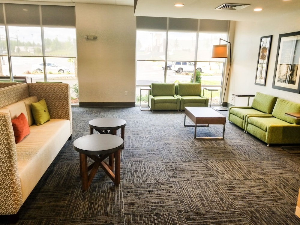 Lobby Sitting Area, Holiday Inn Express & Suites Charlotte NE - University Area