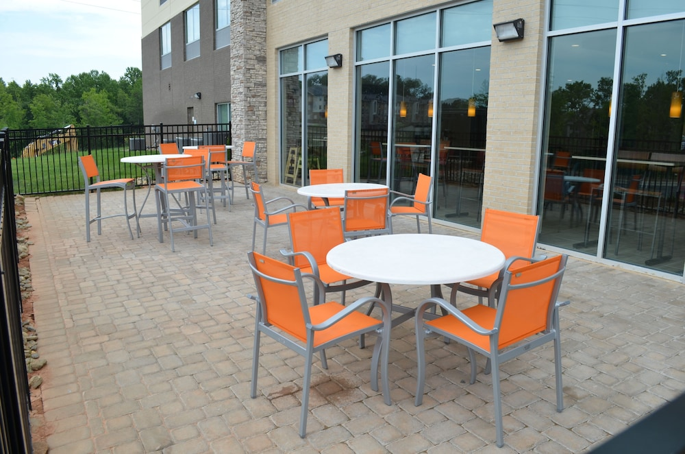 Terrace/Patio, Holiday Inn Express & Suites Charlotte NE - University Area