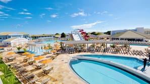 12 piscinas externas, guarda-sóis, espreguiçadeiras