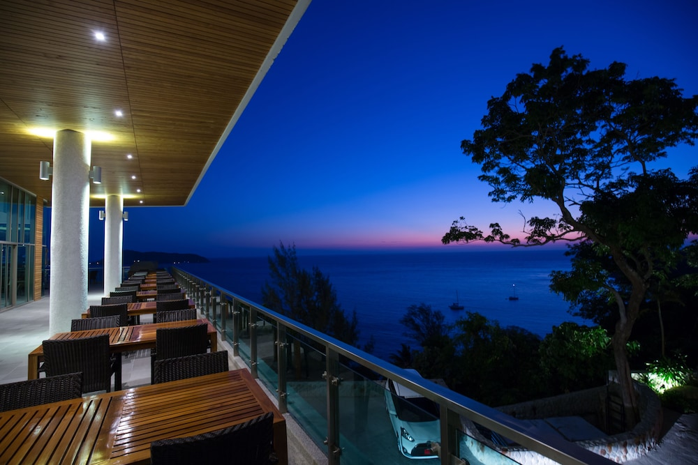 Outdoor Dining, Wyndham Grand Phuket Kalim Bay