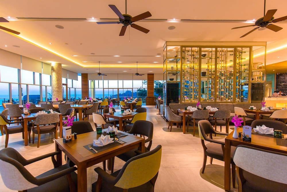 Restaurant, Wyndham Grand Phuket Kalim Bay