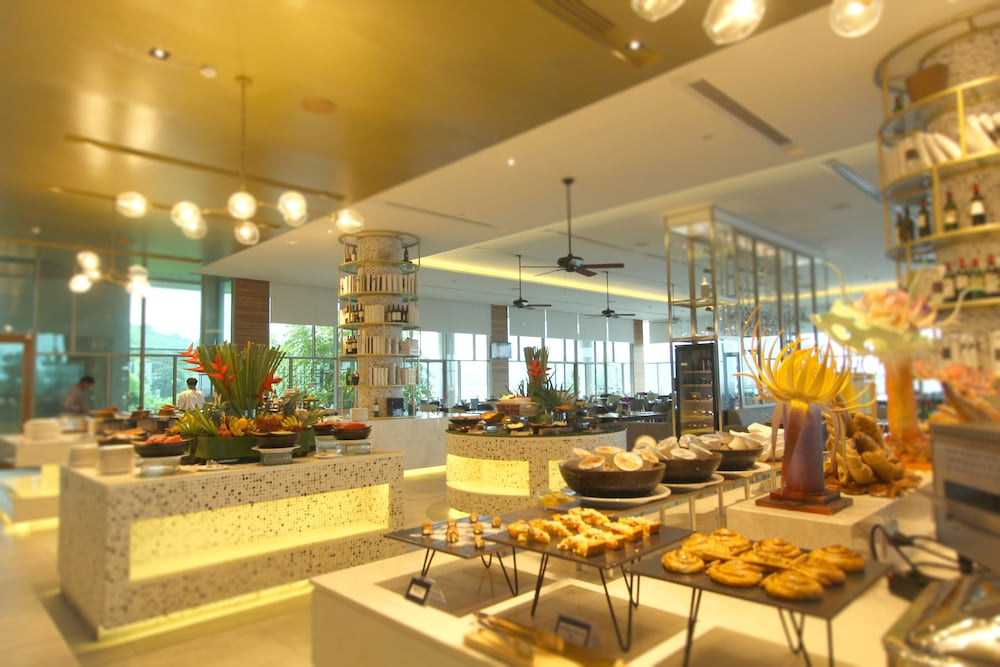 Breakfast Area, Wyndham Grand Phuket Kalim Bay