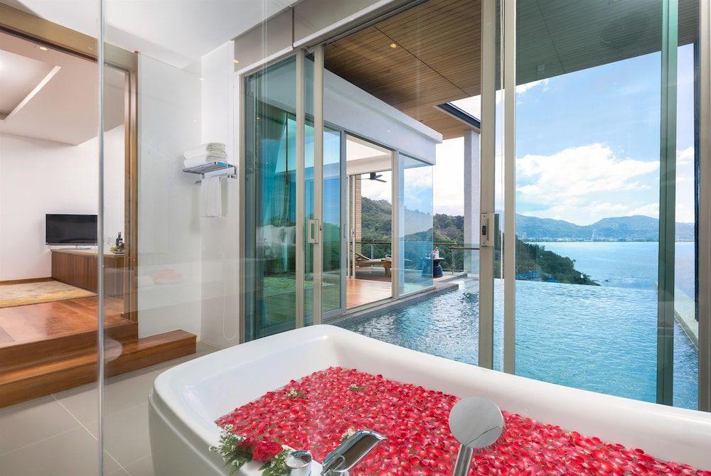 Room, Wyndham Grand Phuket Kalim Bay