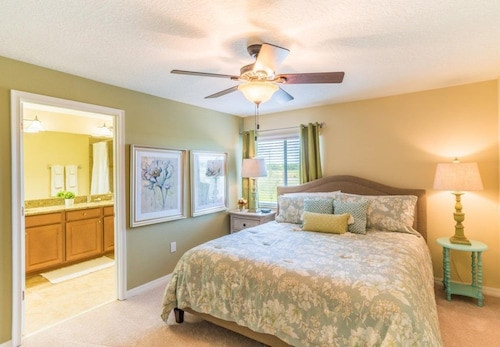 Great Place to stay Villa in Kissimmee With Air Conditioning, Parking near Kissimmee
