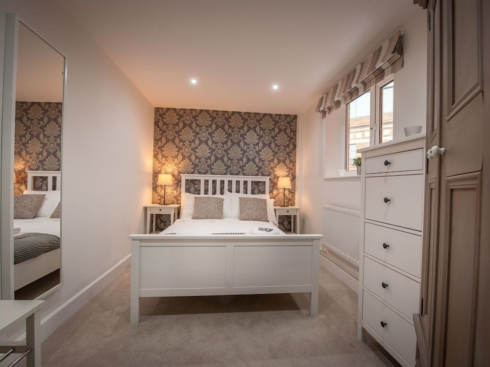 staff apartments mayflower court oxfordshire royaume uni. Black Bedroom Furniture Sets. Home Design Ideas