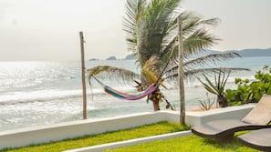 Ubicación a pie de playa, sombrillas y submarinismo