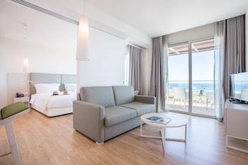 Apartado 74, Meia Praia 8601, 901 Lagos, Portugal.