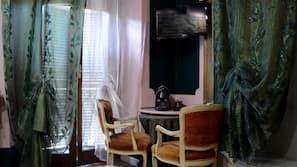 Caja fuerte, cunas o camas infantiles (de pago), wifi gratis