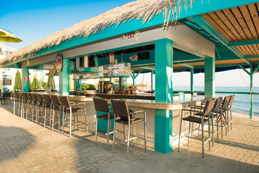 Bar, Wyndham Reef Resort All-Inclusive