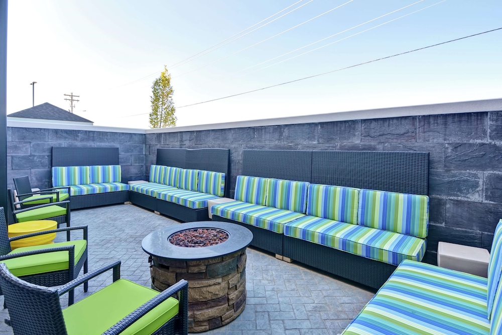 Terrace/Patio, Home2 Suites by Hilton Conway