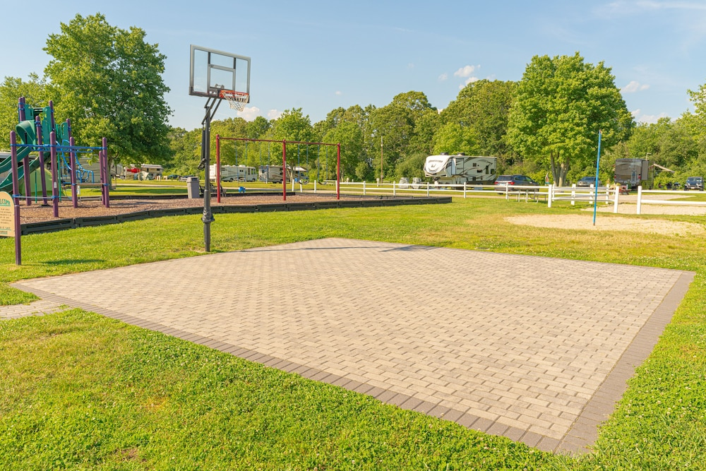 Basketball Court, Seaport RV Resort